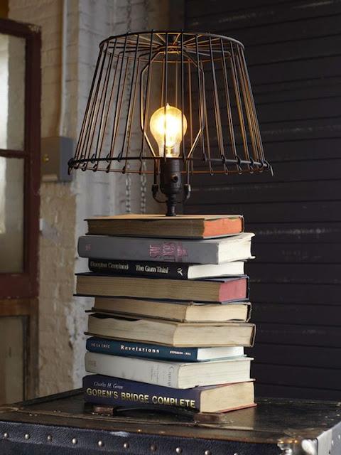 lampara hecha con libros