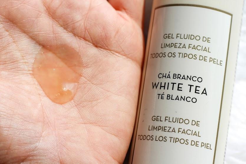 Minha Rotina de Limpeza Facial com Chá Branco Gel Fluido de Limpeza Facial Korres