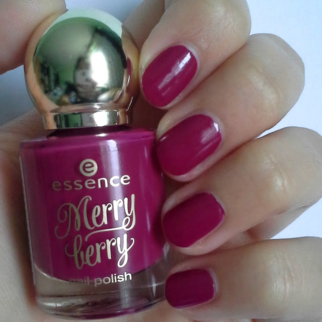Essence-Merry-Berry-limite-edition-nail-polish-03-pink-&-perfect