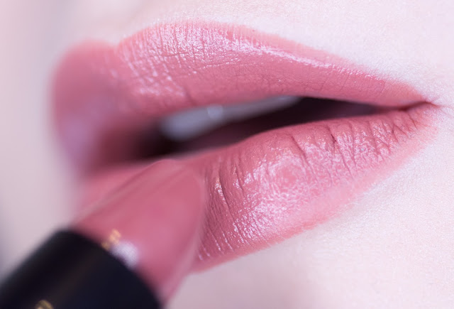 Isadora Lip Desire Sculpting Lipstick «Praline» 52 макияж