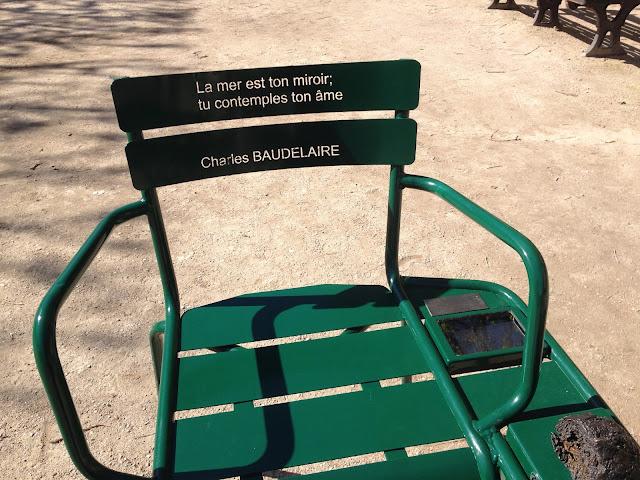 Les Confidents artwork in the Palais-Royal CapturingParis.blogspot.com
