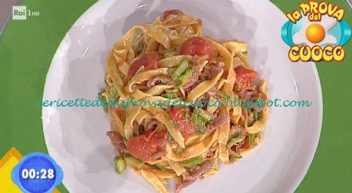 Tagliatelle con pomodori glassati zucchine e gambuccio croccante ricetta Bertol da Prova del Cuoco