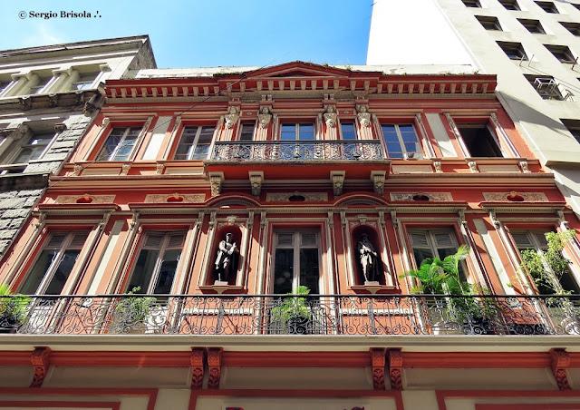 Perspectiva inferior da fachada da Casa Garraux - Centro - São Paulo