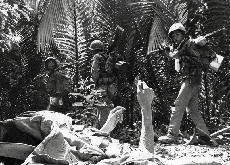 55 Incredible Black And White Photos Of Vietnam War