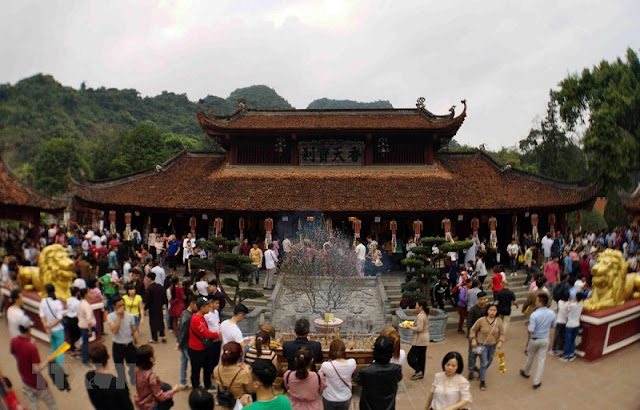 Huong pagoda festival welcomes more than one million visitors