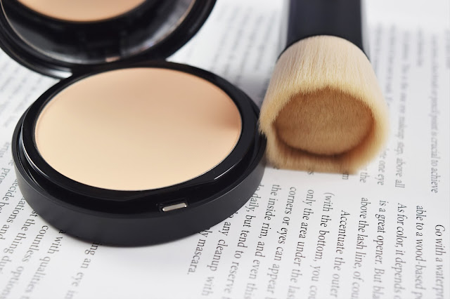 bareMinerals barePRO Performance Wear Powder Foundation in Dawn