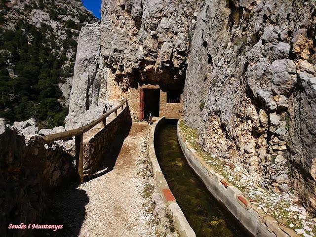 Salida túnel, Nacimiento río Borosa, Pontones, Sierra de Cazorla, Jaén, Andalucía