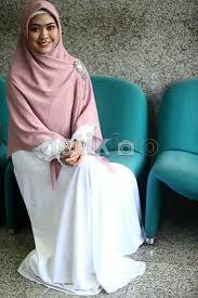 Baju Muslim Gamis Warna Putih Untuk Lebaran