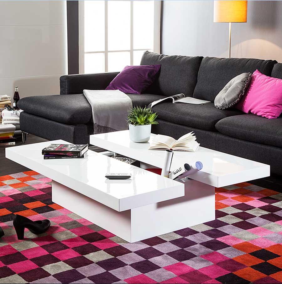 Farben In Vertrauen Als Symbol Für Luxus Und Eleganz. Koppeln Mit Einem  Beige Lila Und Weiß. Fügen Sie Zubehör Auf Der Couch Und Kissen In Lila.