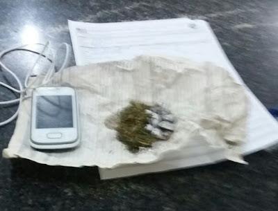 Dois menores são presos com drogas em Mata Roma.