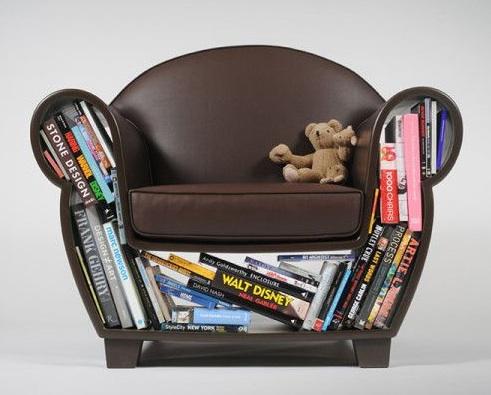 Poltrona com livros