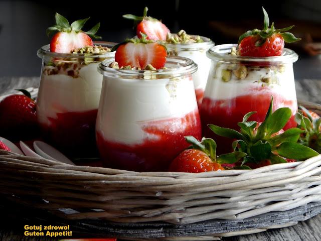 Rabarbarowy deser jogurtowy - Czytaj więcej »
