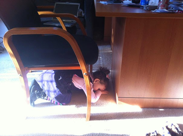 kids hiding3