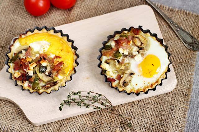 Tartletki z jajkiem i bekonem