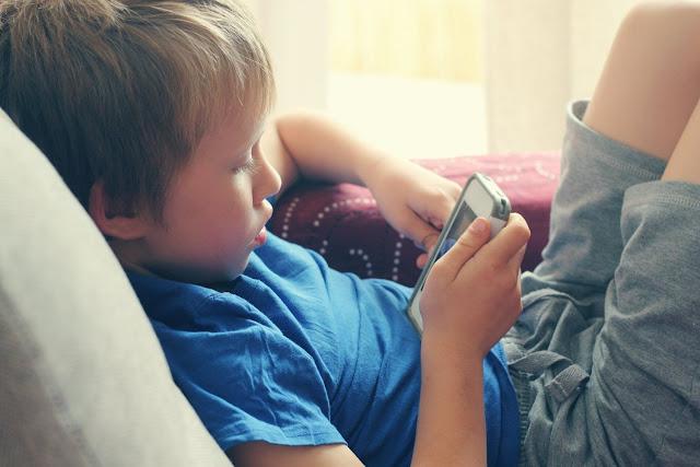 Αποτέλεσμα εικόνας για παιδι και κομπιουτερ