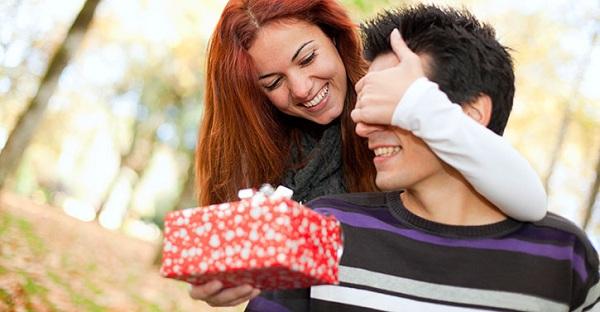 5 هدايا يمكن لاي سيدة اهدائها لشريكها في عيد الحب