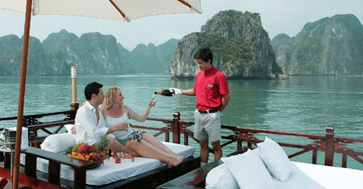 Honeymoon Cruise in Halong Bay Vietnam