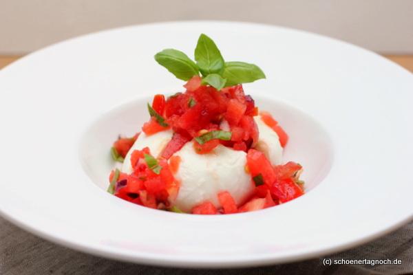 Mozzarella mit Melonen-Tomaten-Salsa