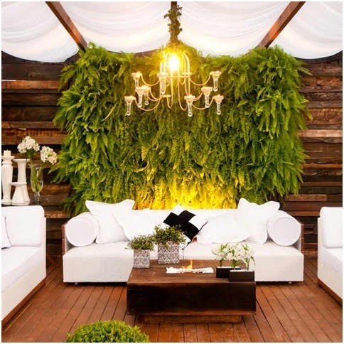 TERRACE WITH VERTICAL PLANTS WHITE FURNITURE GARDEN