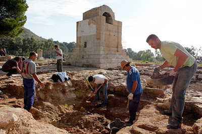 Archaeologists uncover more evidence at La Vila site