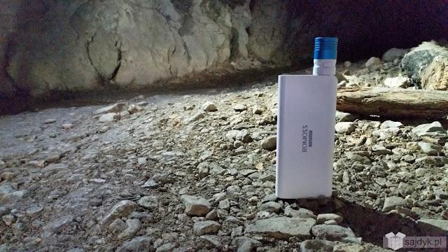 Romoss Sailing 5 PB11 13000mAh wraz z lampką led Xtar UL1 w jaskini Mylnej w Tatrach