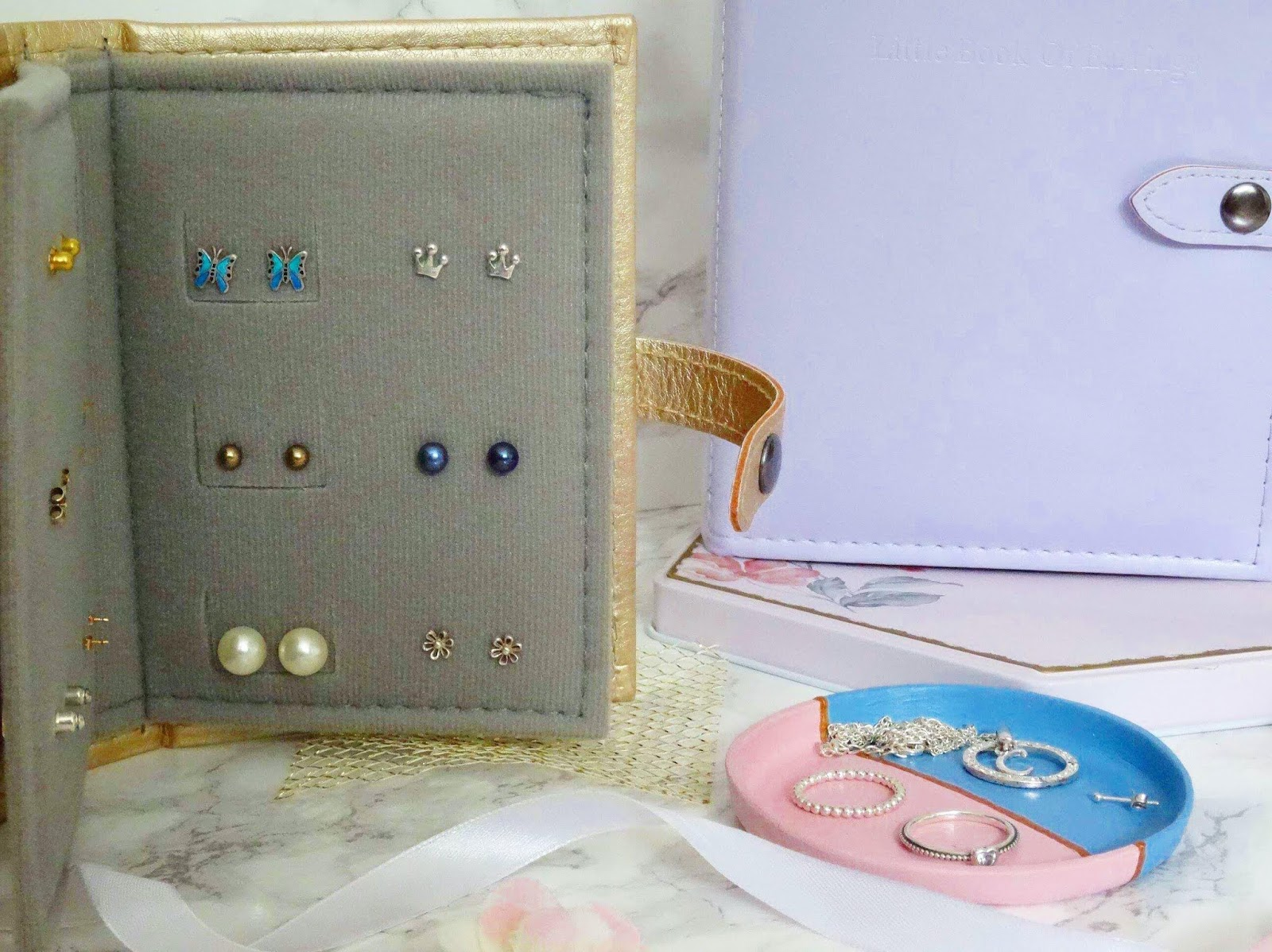 The Little Little Book of Earrings Review