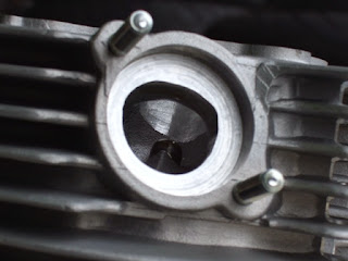 XR100モタード用スーパーヘッドステージⅢ 排気ポート画像