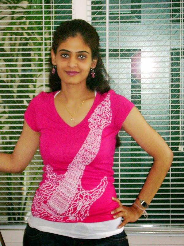 Indian Beautiful Aunties Hot Poses Pictures In Red Shirt -7012