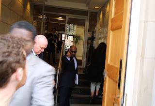 Πολίτες στο Λονδίνο προσπάθησαν να... συλλάβουν Σαουδάραβα υπεύθυνο για την γενοκτονία στην Υεμένη. (ΒΙΝΤΕΟ)
