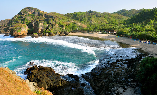 Destinasi Wisata Backpacker Ke Jogja, Pantai Siung Jogja