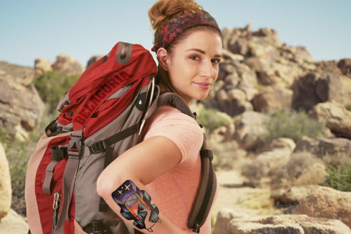 Mujer-excursionista-Tatuada