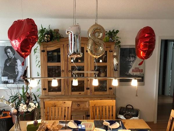Festliche Dekoration zum 18. Geburtstag bei uns daheim