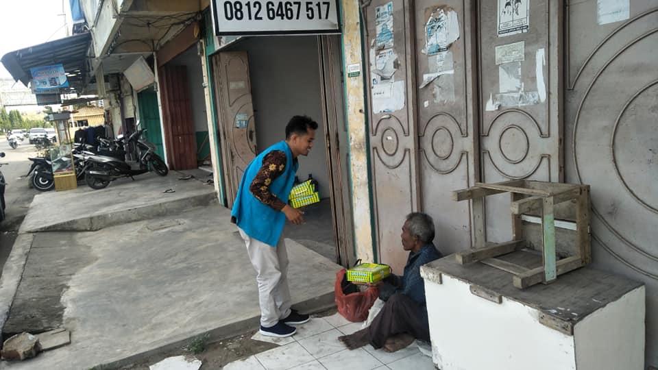 Lembaga Peduli Dhuafa Bagikan Nasi kotak, pada Program Jum'at berbagi