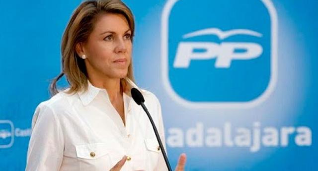 Lluvia de ZASCAS a María Dolores de Cospedal a raíz de un comentario en Twitter.
