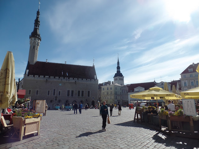Tallin Estonia Ayuntamiento Plaza City Hall Square