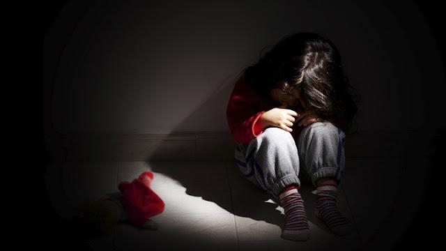 """""""Mãe"""" (Cadela) deixava filhinha de 4 anos ser estuprada pelo """"Pai"""" (Demônio), para agradar o atual marido"""