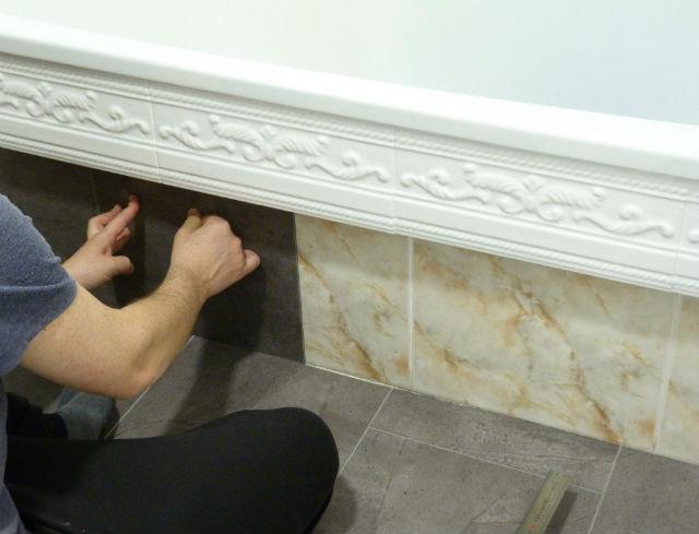 reforma de mi baño sin obras, antes y después. Renovar el baño sin obras. Instalación losetas pared baño