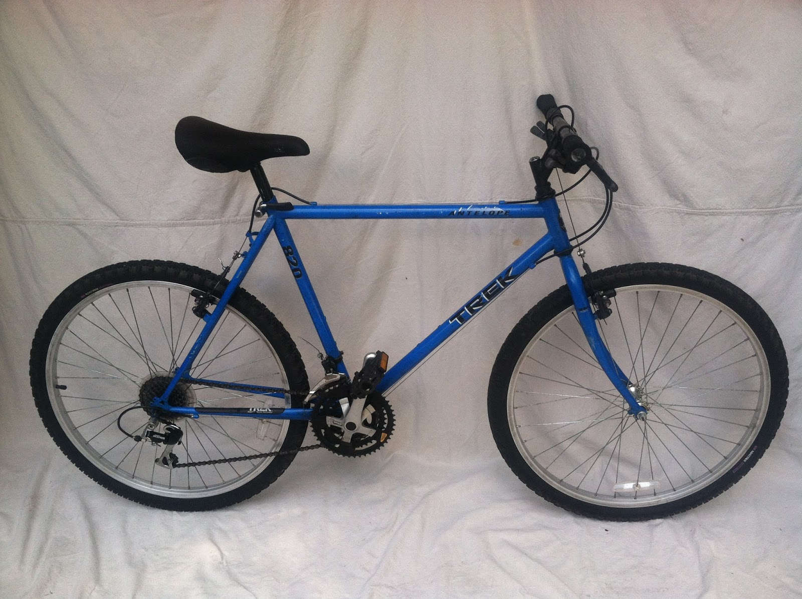 1992 Trek 820 Antelope Mountain Bike Electric Blue With Black Splash