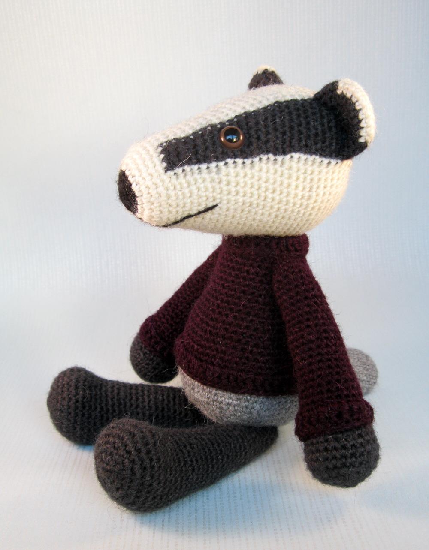 Hawthorn Handmade Amigrumi Crochet Kit: Badger | Karelia House | 1283x1000