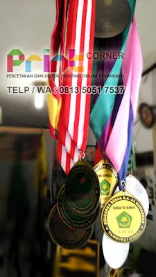 cetak medali