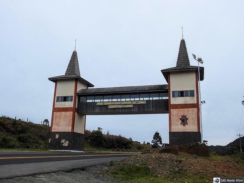 Um dia na Serra do Rio do Rastro em Santa Catarina - Pórtico de entrada de Bom Jardim