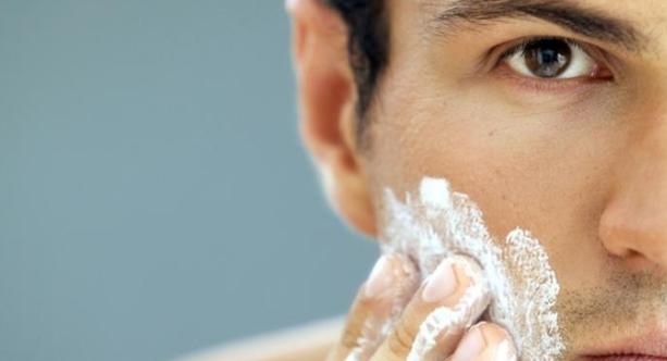 Tips Tepat Merawat Kulit Wajah Pria yang Berjerawat