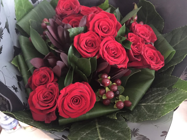 red roses Christmas flowers delivered