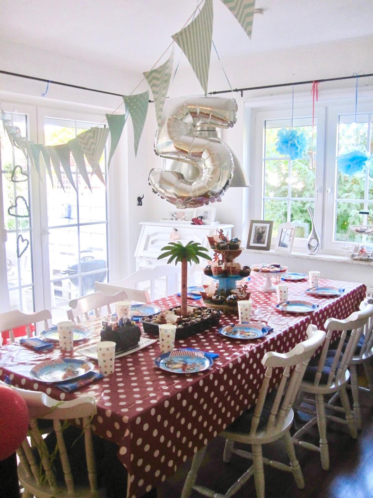 gl cksfeder schlicht und einfach nur sch n wir feiern kindergeburtstag. Black Bedroom Furniture Sets. Home Design Ideas