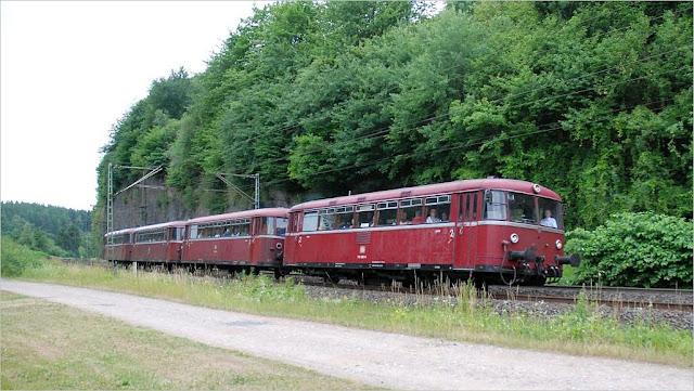 FSB-Menden Schienenbusgarnitur an der Felsenkurve in Ennepetal