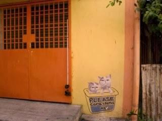 "<a href=""url gambar""><img alt=""street art penang malaysia mural cats take a bath"" src=""urlgambar"" title=""street art penang malaysia mural cats take a bath"" />"