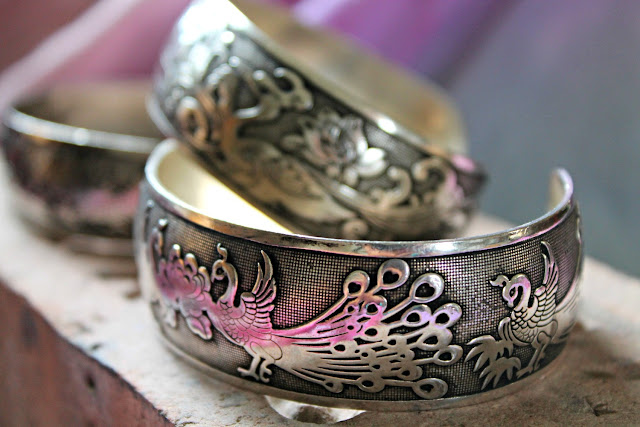 How to distress metal jewelry. Tibet silver bracelets. DIY boho, DIY bohemian jewelry, bohemian bracelet.