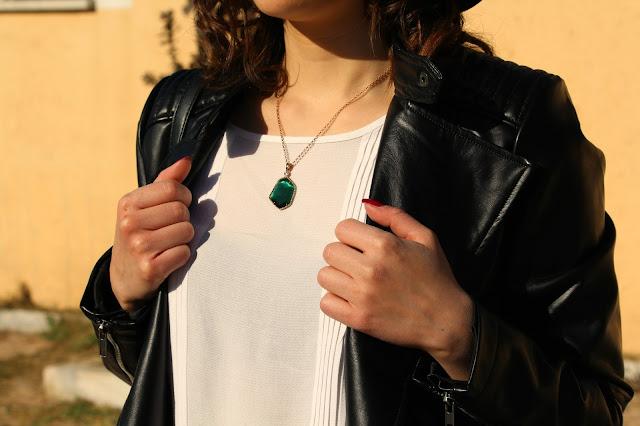 Gioielli verdi, orecchini, collana
