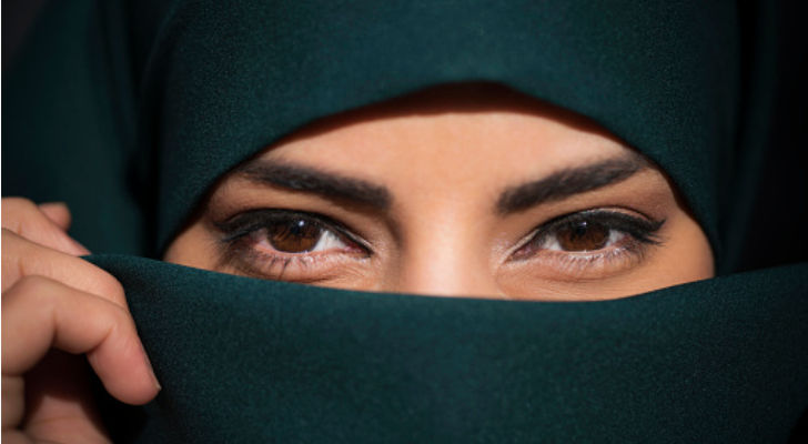 Busana Wanita Dalam Pergaulan
