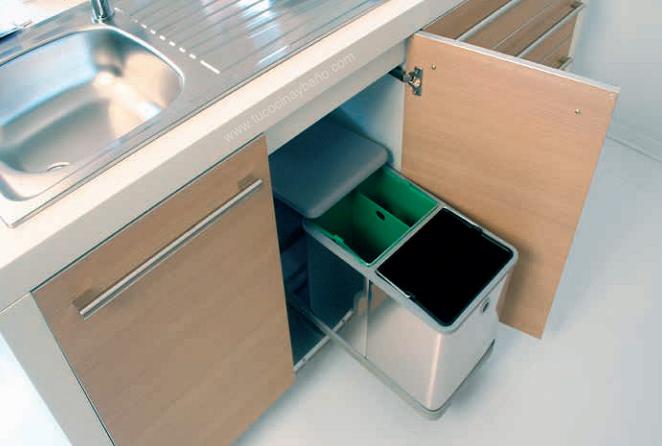 Pin cubo basura sobre puerta cubos - Cubos de basura extraibles ...